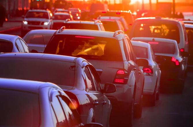 【渋滞学】たった1台の割り込みが渋滞40kmに・・・のサムネイル画像