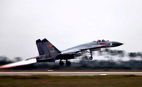 【中国戦闘機】沖縄本島~宮古島の上空を初めて通過、まだ領空は犯していない模様。のサムネイル画像