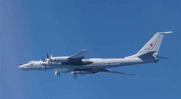 【悲報】ロシアがちょっかいをかけはじめる → 偵察機など計6機が日本の領空内、千葉県沖まで南下wwwwwwwwwwwwwwのサムネイル画像