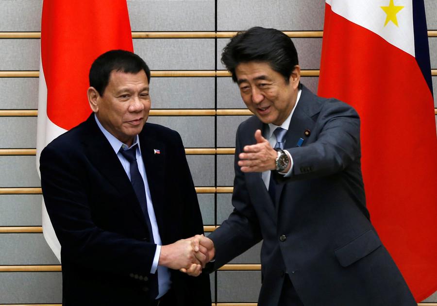 【速報】ドゥテルテ大統領が安倍首相と会談「(南シナ海問題)今語るときでない」「時が来た時には日本の側に立つ」のサムネイル画像