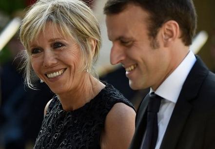 フランス、マクロン大統領誕生へのサムネイル画像