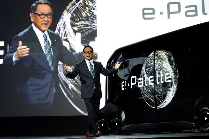 【TOYOTA】豊田社長「自動車会社は最早ライバルじゃない。敵はgoogle・Apple・facebook」 のサムネイル画像