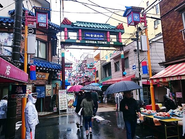 新大久保の在日韓国人「安倍は大人気なさ過ぎる。もっと韓国人を信頼して、大人の関係を築くべき。」のサムネイル画像
