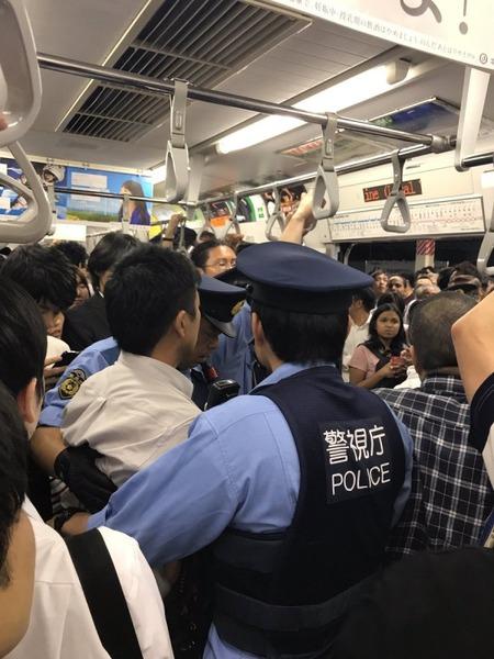 【動画】総武線で中国人女による痴漢冤罪事件が発生 飛び交う乗客の怒号、疑いをかけられたら周りは全員敵かのサムネイル画像
