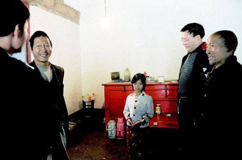中国人がベトナムで買ってきた9歳の少女を嫁に!!のサムネイル画像