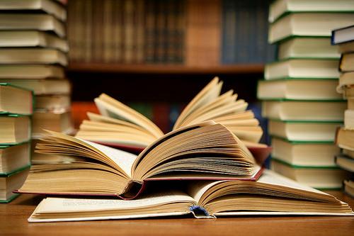 【若者の本離れ】出版業界「どうしたらお前ら本を読むん?」のサムネイル画像