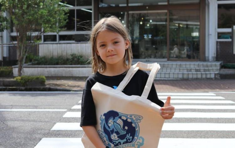 【悲報】白人幼女「日本人はどうしてイルカを食べるの?」のサムネイル画像