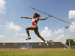 【衝撃】やり投げの練習中、やりが女子高生の太ももを貫通するという事故が発生・・・のサムネイル画像