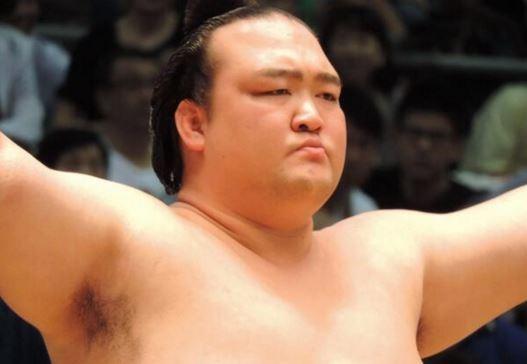 【速報】相撲、横綱「稀勢の里」が優勝キタ━━━━(゚∀゚)━━━━!!のサムネイル画像