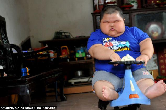 3歳で体重60キロの少年スゴ過ぎワロタのサムネイル画像
