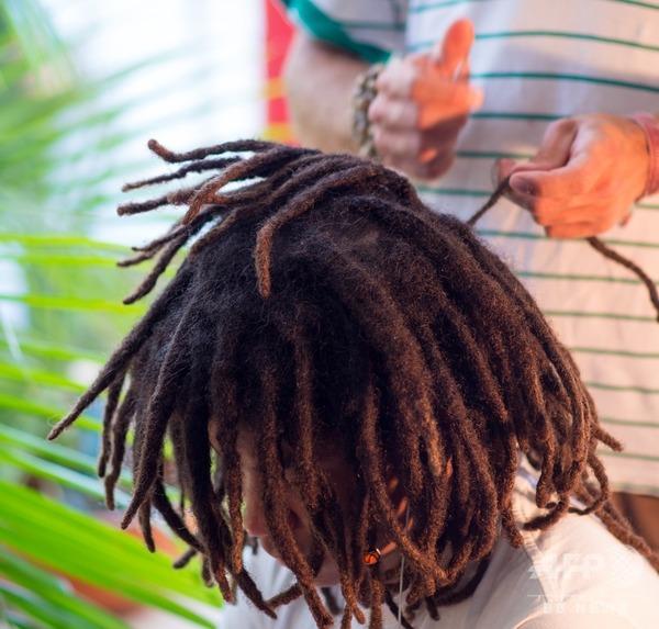 【衝撃】「髪形による差別」が法律で禁止されるwwwwwwwwwwwwwwwwwwwwwのサムネイル画像