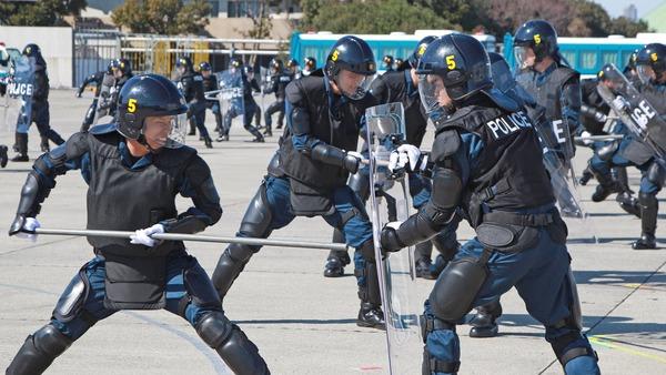 【朗報】警視庁、機動隊の「猛暑対策」に画期的な対策を打ち出す!!!!!!!!!!!!!!のサムネイル画像
