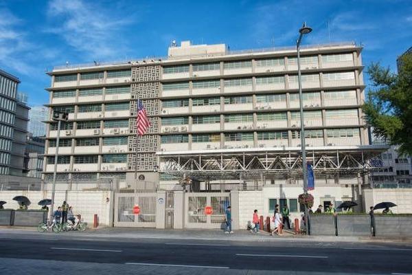 【緊急速報】韓国人、アメリカ大使館に特攻!!!!!(画像あり)のサムネイル画像