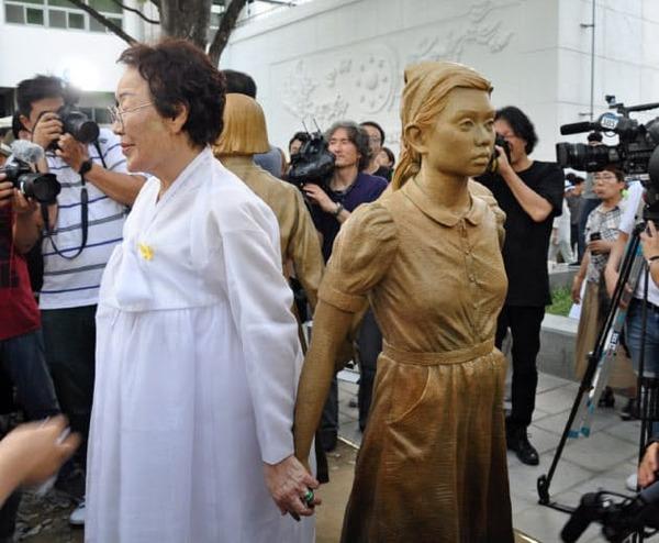 【愕然】ムン大統領「慰安婦合意? 知るか、ボケ!」→その結果wwwwwwwwwwwwwwwwwwwwwwwのサムネイル画像
