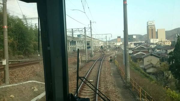 【兵庫】小学生が踏切で線路上に「置き石」!!!→ その結果が・・・・・のサムネイル画像