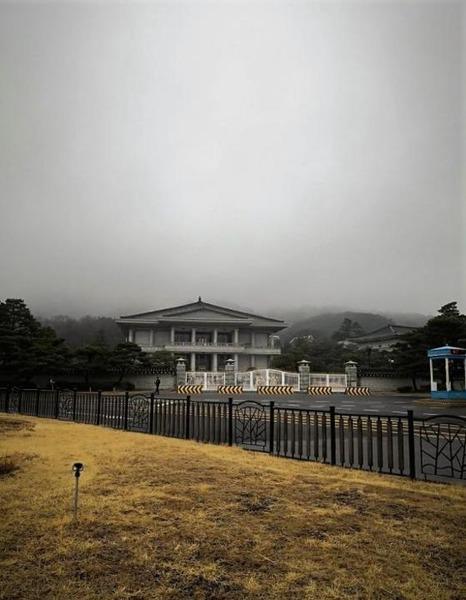 """【悲報】韓国「ムン大統領の""""ツートラック政策""""が限界だ…」→その結果wwwwwwwwwwwwwwwwwwwwwのサムネイル画像"""