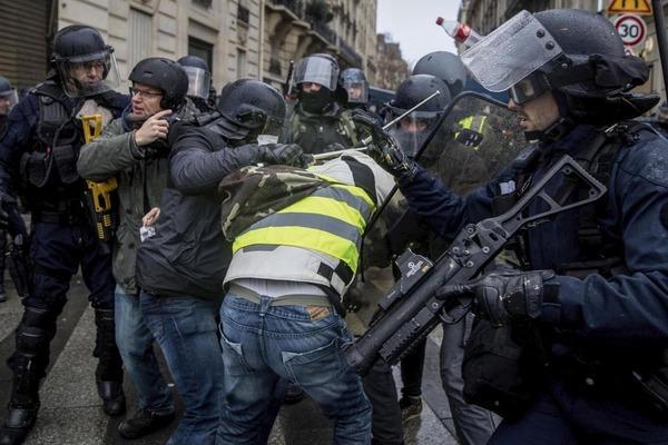 【痛烈】トランプ「フランスにはトランプが必要だ!!!」→ その理由がwwwwwwwwwwwwwwwのサムネイル画像