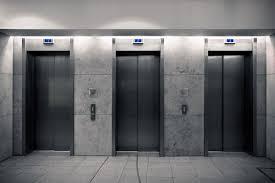 【アメリカ】地上95階でエレベーターの「ワイヤー」が切れて落下する重大事故が発生。乗客には妊婦も含まれていた模様。のサムネイル画像