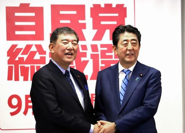 【画像】自民党総裁選、安倍氏と石破氏の「広告の密度」が違いすぎると話題にwwwwwwwwwwwwwwwwのサムネイル画像