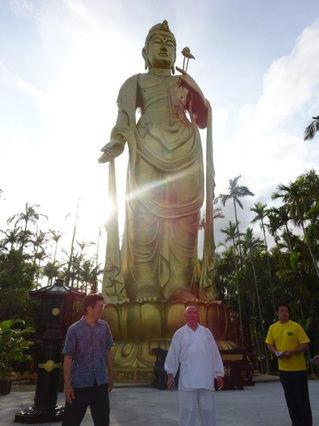 【画像】沖縄、台風24号により巨大観音菩薩が倒れる・・・・・のサムネイル画像