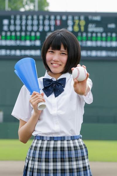 【画像】高校野球、試合中に女子記録部員がマウンドへ!!! → その結果wwwwwwwwwwwwwwwwwwのサムネイル画像
