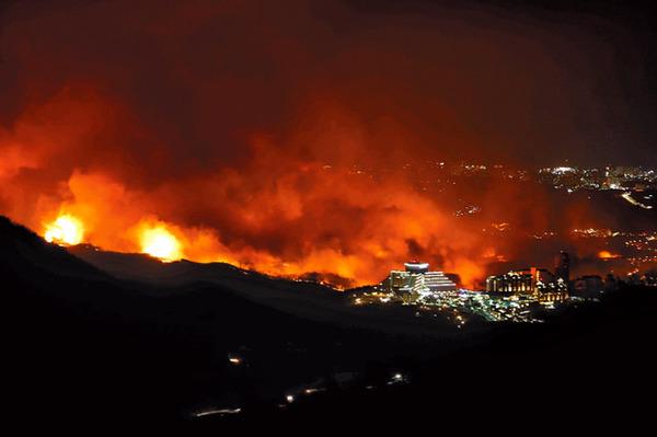 """【驚愕】ガチで被害がヤバい韓国の山火事、原因は""""コ レ""""だった模様・・・・・・のサムネイル画像"""