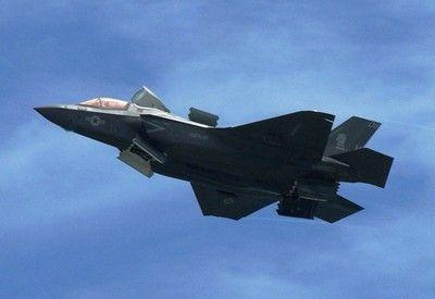 【政府】F-35戦闘機105機購入へ!!!→ その総額がこちら・・・・・のサムネイル画像