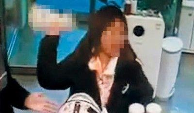 【韓国】女「購入した犬が糞を食べる!返金しろ!!」→ありえない行動に出る・・・・・