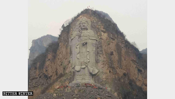 Excavators-are-removing-the-base-of-the-Guanyin-statue