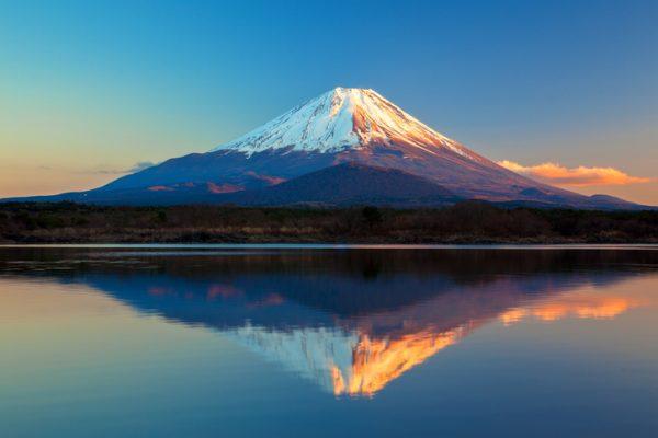 【遭難】富士山安全誘導員「強風で身動きが取れなくなった」→ その結果・・・・・のサムネイル画像