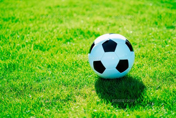 【衝撃】高校サッカー試合中に選手が顔を蹴られ重傷!!!!のサムネイル画像