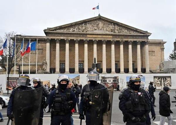 【フランス】デモ集団、ついにとんでもないことをしでかすwwwwwwwwwwwwwwwwwwのサムネイル画像
