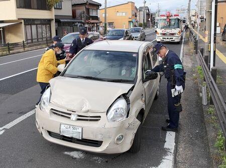 """【唖然】無職の女が運転する車が暴走 → 周囲への """"被害"""" がヤバイことにwwwwwのサムネイル画像"""