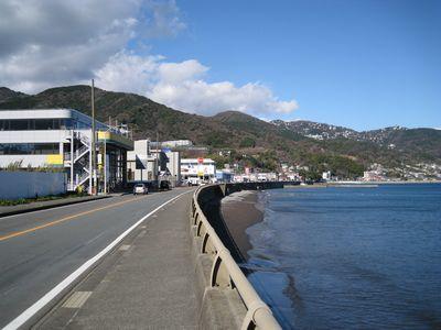 【台風12号】高波の影響で海沿いの国道が冠水!!!→ 緊急車両が飲み込まれてしまう・・・・・のサムネイル画像