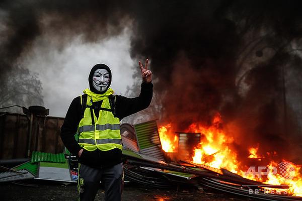 【特別措置】フランス政府、デモ暴力に対し「装甲車」投入へ!!!!!のサムネイル画像