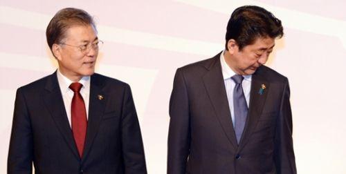 """【悲報】韓国、安倍首相とムン大統領の""""能力""""を比べる→結果wwwwwwwwwwwwwwwwwwwwwのサムネイル画像"""