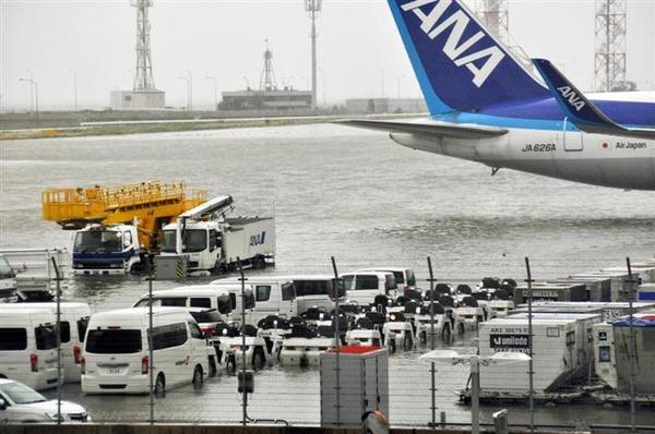 【速報】安倍首相、大きな被害を受けた関西国際空港について「ツイッター」でコメントを発表!!!!!!のサムネイル画像