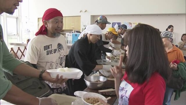 【北海道地震】避難所で自衛隊が炊き出し!!!→ 割り箸や使い捨てスプーンが不足した結果・・・・・のサムネイル画像