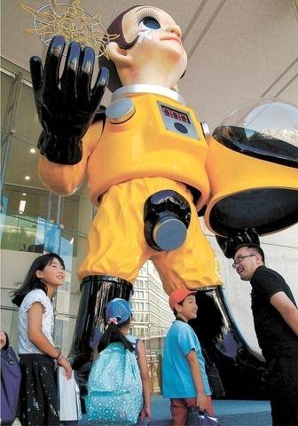 【福島】「防護服姿」の子供の像が物議を醸してしまうwwwwwwwwwwwwのサムネイル画像