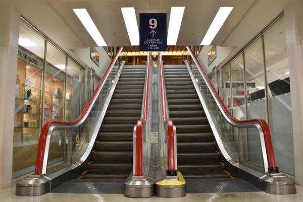 【東京】「エスカレーター歩かないで!」と訴える試みがスタートwwwwwwwwwwwwwwwwwwwwのサムネイル画像