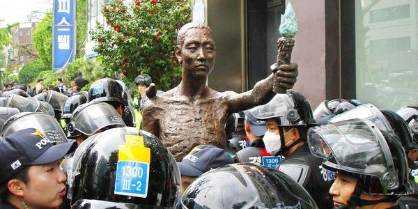 【徴用工】日本政府、韓国に訴えられている企業に「緊急要請」へ!!!!!のサムネイル画像