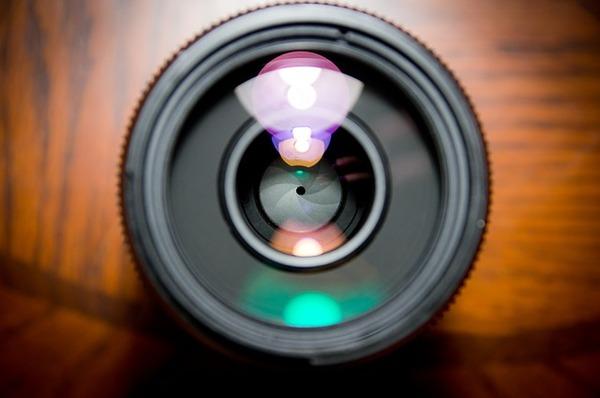 【悲報】スマホカメラなどの「レンズ恐怖症」→ 女性の間で広がってしまうwwwwwwwwwwwwwwwwwwwのサムネイル画像