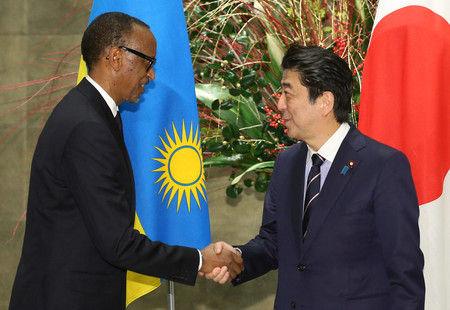 【衝撃】安倍首相、ルワンダの水道整備に無償資金協力!!!→ その額がコチラ・・・・・のサムネイル画像
