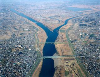 【緊急】利根川で橋桁が落下。ダンプ運転手が下敷きになってしまう・・・・・(画像あり)