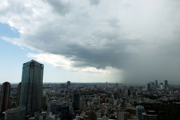 【速報】各地で発生している「ゲリラ豪雨」の様子がマジでやばい!!!!ついにカタストロフィーがきてしまったか・・・のサムネイル画像