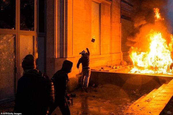 【世論調査】フランス国民の「反マクロンデモ」支持率がすごいwwwwwwwwwwwwwwwwwwwwのサムネイル画像