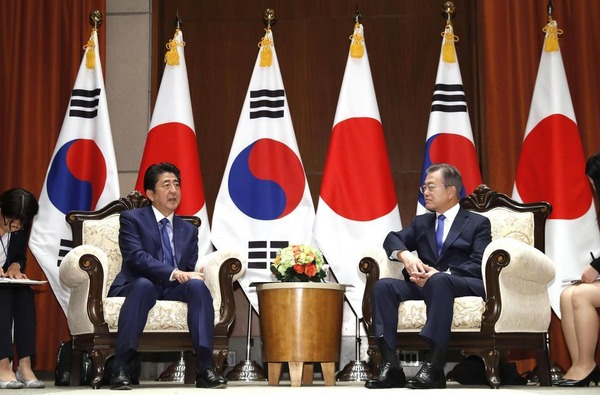 【速報】安倍首相、G20「日韓首脳会談」について方針を固める!!!!!!!!!  のサムネイル画像