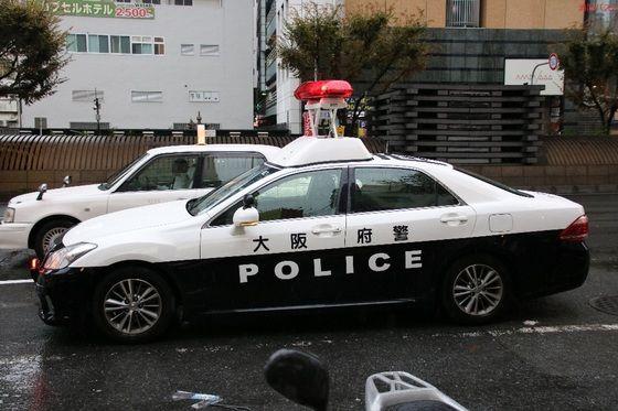 【大阪】警察、ナンバープレートがなくライトをつけていない乗用車を発見 → 停止を求めた結果・・・・・のサムネイル画像