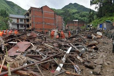 【緊急速報】中国に「台風9号」が襲いかかる。3000棟の建物が倒壊!!!!!!のサムネイル画像