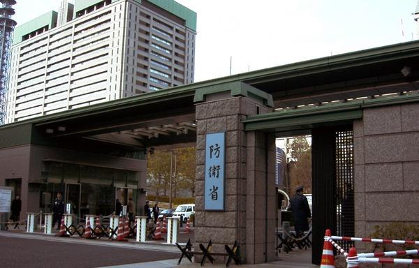防衛省・正面出入口 (1)